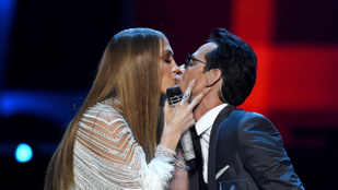 Jlo szájon csókolta exférjét a színpadon, másnapra szétmentek a feleségével