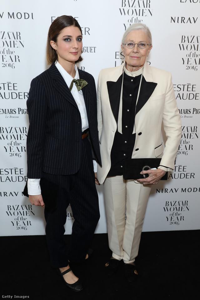 Vanessa Redgrave és az 1992-ben született brit színésznő, Daisy Bevan is nadrágkosztümben érkezett a Harper's Bazaar által rendezett Women of the Year díjátadóra.