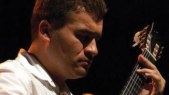 Pusztai Antal gitárkoncertje Óbudán