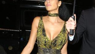 Nicole Scherzinger ruhájából nagyjából mindene kilógott