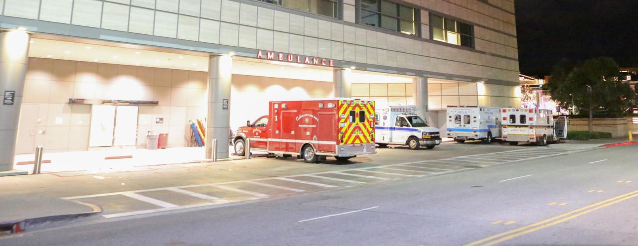 tk3s x17 kanye west hospital 112116 20