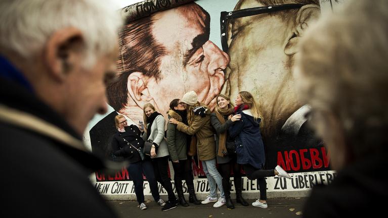 A berlini fal egyáltalán nem úgy omlott le, ahogy most emlékszünk rá