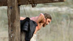 Joaquín Phoenix kicsit fázott keresztre feszítés közben