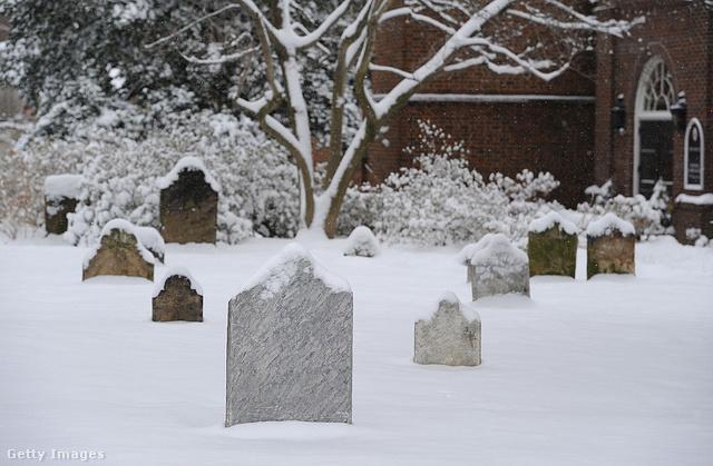 De a Szenteste nem Télapóról szól a finneknél: a családok a temetőbe mennek, hogy gyertyát gyútjsanak elhunyt szeretteik emlékére