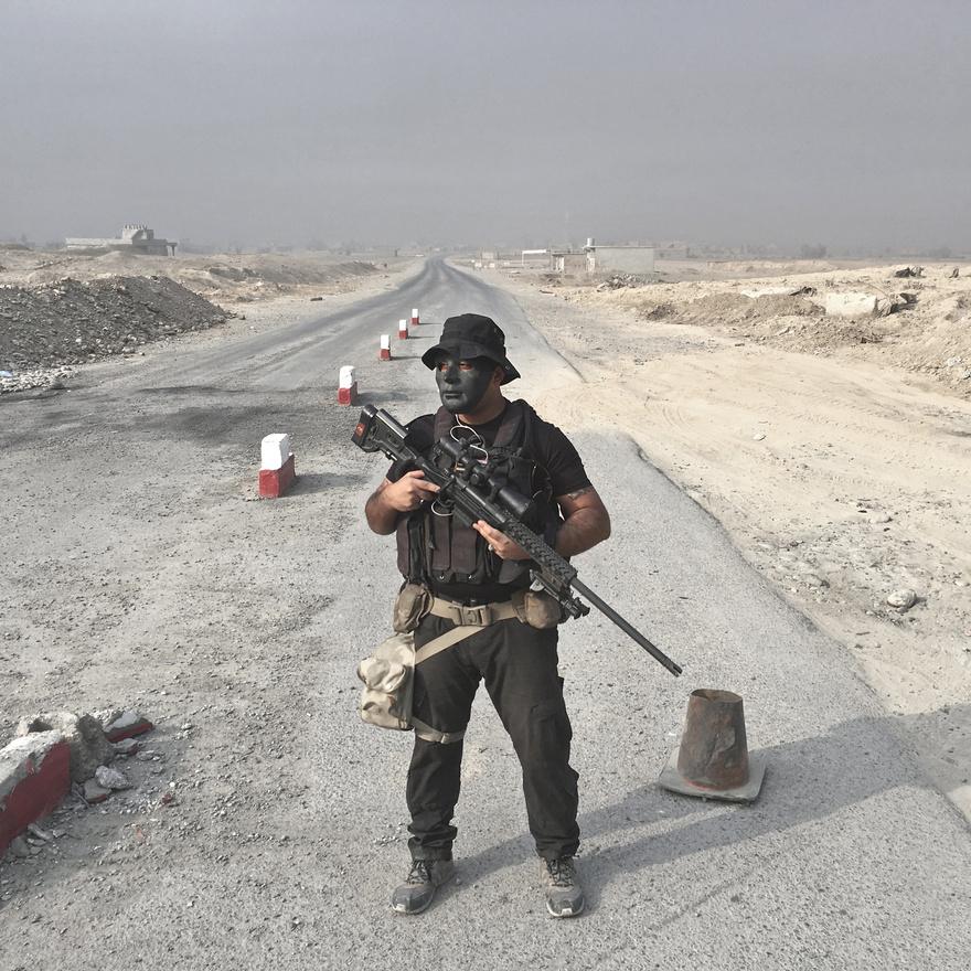 A 27 éves Riyad Jaffar mesterlövész az iraki hadseregben. Bagdadból érkezett harcolni.