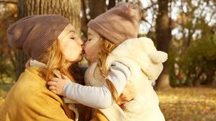Nézze meg hogy öleli újra magához elrabolt kislányát az anya