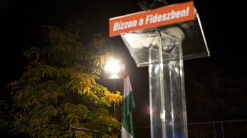 Medián: novemberben is utcahosszal vezet a Fidesz