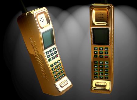 140 000 angolt fontot ér és majd egy kiló a 22 karátos retro telefon