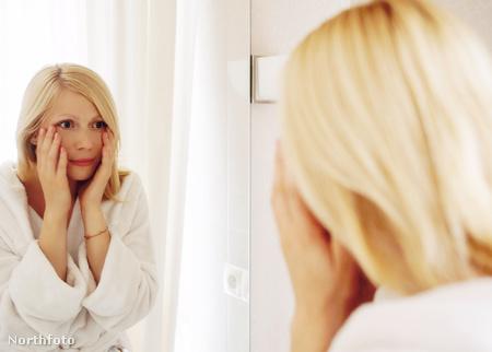 nő tükör szomorú 1234839