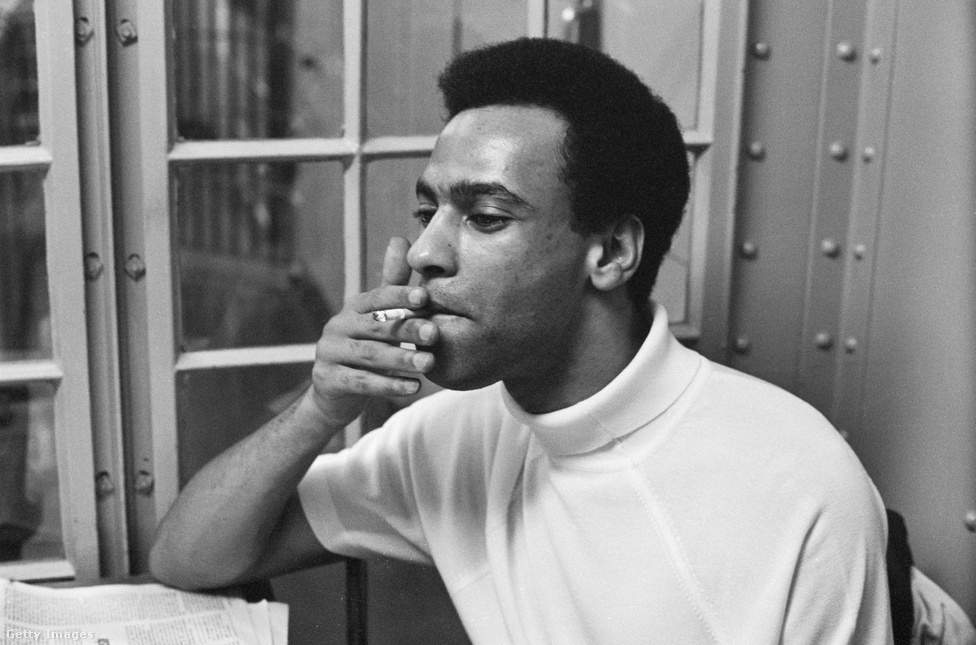 A Fekete Párducok fő vezetője Huey P. Newton volt. Az alapításkor 24 éves Newton is az Oakland-i Merritt Colleggbe járt Seale-el együtt. Az egyetemi évek alatt többek között Marx, Lenin, Mao Ce-tung, Che Guevara könyveit olvasta. Ezen hatások miatt indult egy a Fekete Párducok egy szélső baloldali irányban, azonban Newton és a pártvezetés akarata ellenére az afroamerikai közeg nem volt vevő a marxista tanokra. Newton 1987-ig volt aktív a Fekete Párducok életében, majd két évvel később gyilkosság áldozata lett.