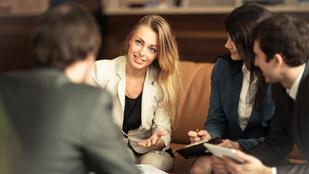 A kedves nők többet szívnak a munkahelyükön