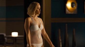 Hogy megy az úszás Jennifer Lawrence-nek súlytalanságban?