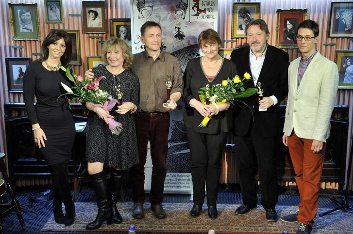 Az Arany Medál-díj 2015. évi díjazottjai Juhász Anna és Mészáros Márton társaságában