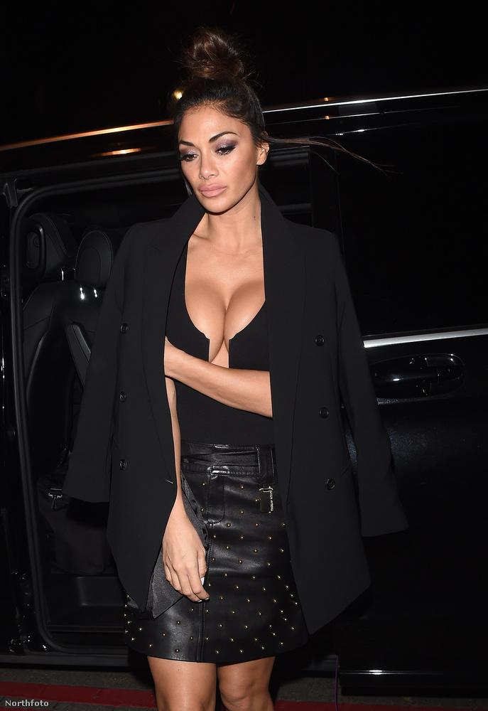 Az efféle tartásról sajnos Kim Kardashian rughaigazgató magatartása ugrik be először a nézőnek.