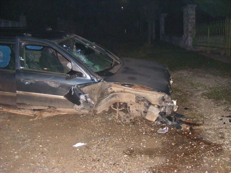 K. Zsolt autója pedig így nézett ki a baleset után. A férfi karcolásokkal megúszta.