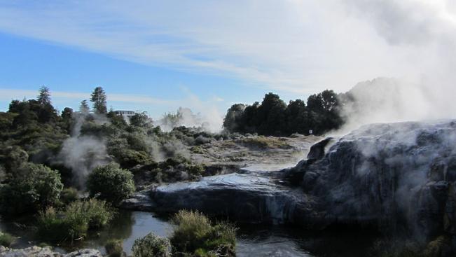 30 méteres gejzír ébresztette egy új-zélandi falu lakóit