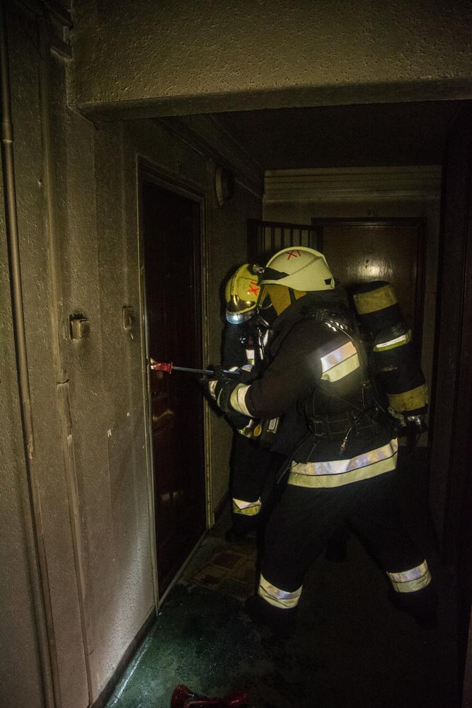 A lépcsőház is füsttel telítődött