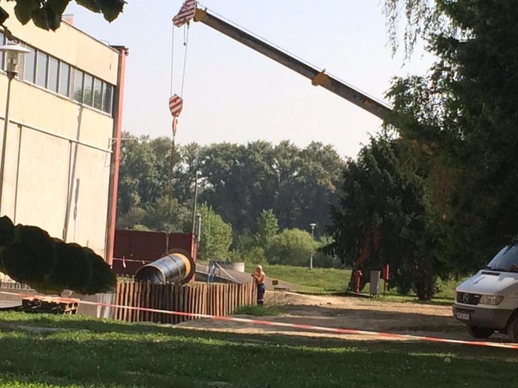 Az építkezés előkészítése már a nyár folyamán elkezdődött a Vízművek pünkösdfürdői telepén, a mostani szakaszban az építők kiérnének a közterületre. Fotó: Fák A Rómain csoport