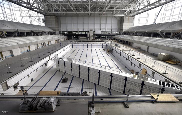 A Dagály Úszóaréna belső szerkezete az építkezés szeptemberi szakaszában.