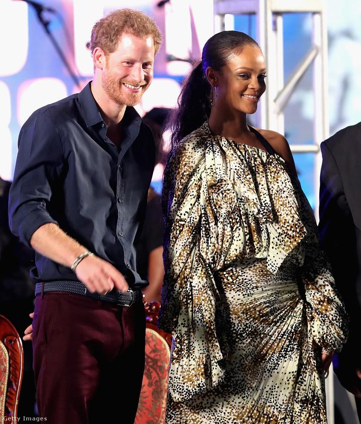 """""""This is the beginning of a beautiful friendship""""                          Este folytatódott a bulizás: Harry herceg is megjelent a Barbadosi főváros ünnepségén, melyet Rihanna koncertje zárt"""