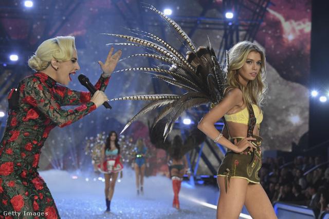 Ez ugye önök szerint is olyan, mintha Lady Gaga dühös anyukaként szidalmazná lengén öltözött lányát, aki flegmán távozik bulizni?