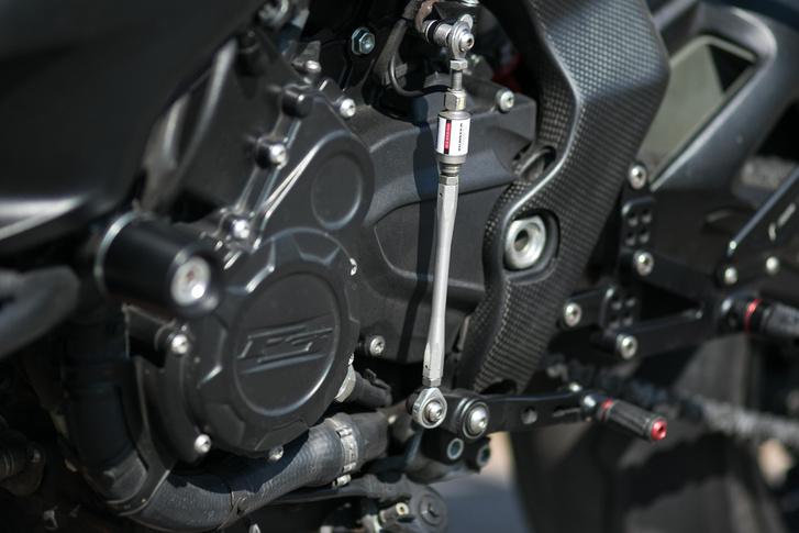 Ismerjék meg a világ legjobb játékát, a mindkét irányba működő gyorsváltót, ami minden egyes visszaváltásnál magától adja a gázfröccsöt