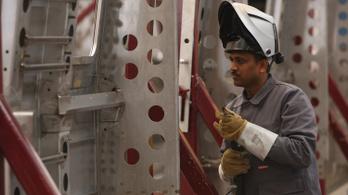 Lengyelországban is tombol a munkaerőhiány, Indiából hoznak hegesztőket