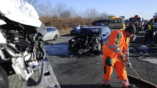 Két balesetben összesen 10 autó tört össze az M1-esen