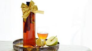 Gasztroajándék: fűszeres almás likőr