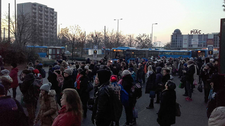 Összekoccant két metró, többen megsérültek