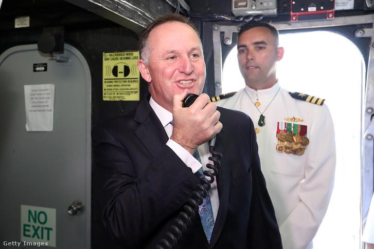 John Key egy katonai látogatáson