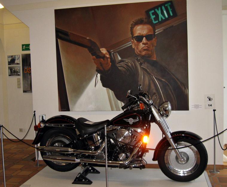 A kollekció nem lenne teljes a halálosztós utalások nélkül sem - itt van a kultikus Harley is, de kipróbálni nyilván nem lehet