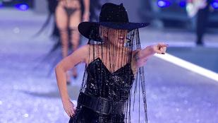 Lady Gaga millió dolláros kalapban énekelt