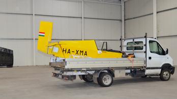 Így költöztették ki a repüléstörténeti gyűjteményt a lebontásra ítélt Pecsából