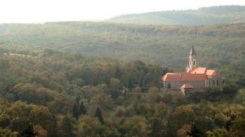 Norvégos pénzből felújított kolostorban ülésezik az Orbán-kormány