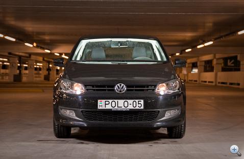 Elölről egész pofás, bár csak a méretek és a rendszám mutatja, hogy melyik is ez a VW.