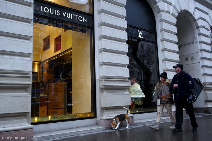 A Louis Vuitton luxusmárka boltja a budapesti Andrássy úton