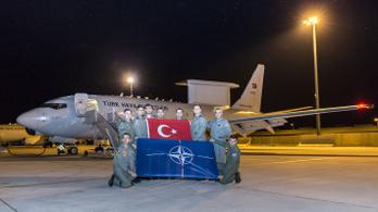 A török tisztségviselők fele távozott a NATO hadvezetőségéből