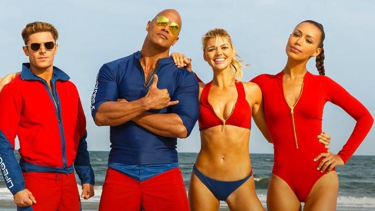Hatalmas karizmok és feszes fürdőruhák a Baywatch-filmben