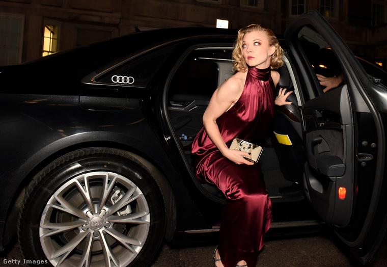 Csütörtök este tartották a British Film Awardsot, amire a Trónok harca színésznője, Natalie Dormer, egy meglehetősen merész ruhában ment