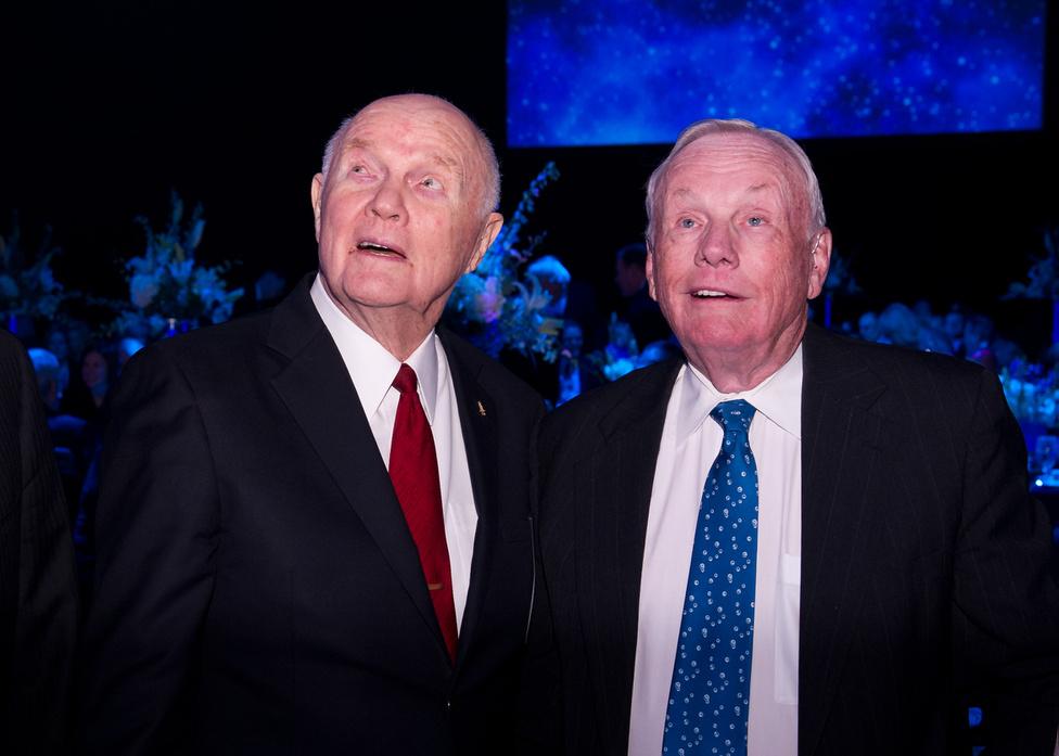 2012. február 20: John Glenn és Neil Armstrong (Apollo 11) a Friendship 7 repülésének ötvenedik évfordulóján.