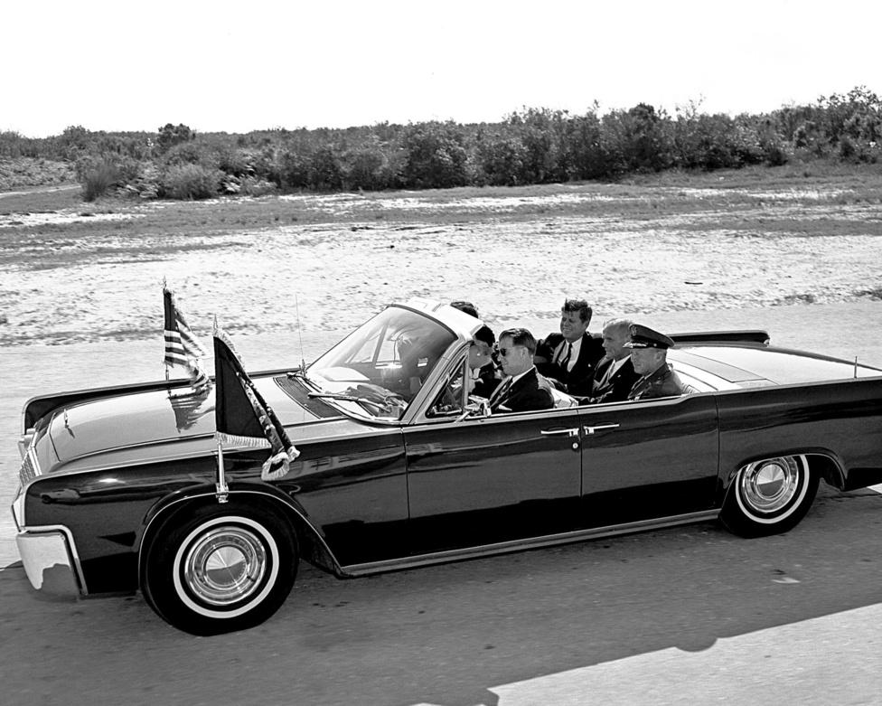 John F. Kennedy elnök és Glenn a Cape Canaveral rakétakomplexumban.