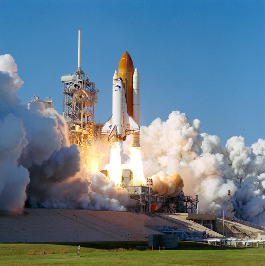 1998. október 29: Glenn 36 év után újra az űr felé tart.