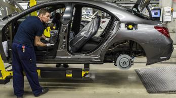 Húsz százalékkal nő a kecskeméti Mercedesnél dolgozók alapfizetése