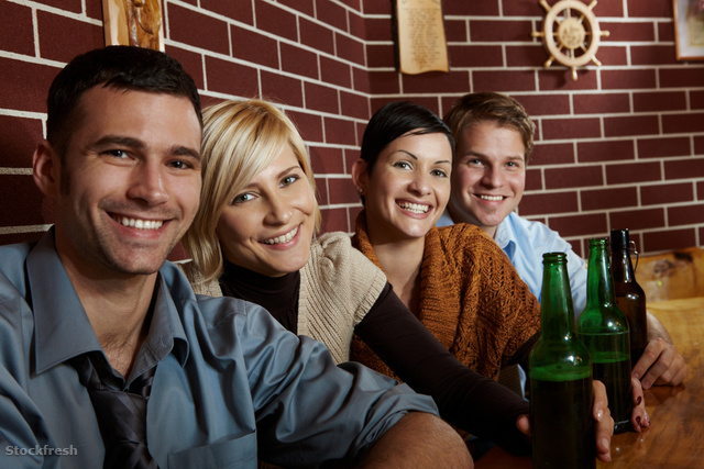 stockfresh 622788 portrait-of-happy-young-people-in-pub sizeM