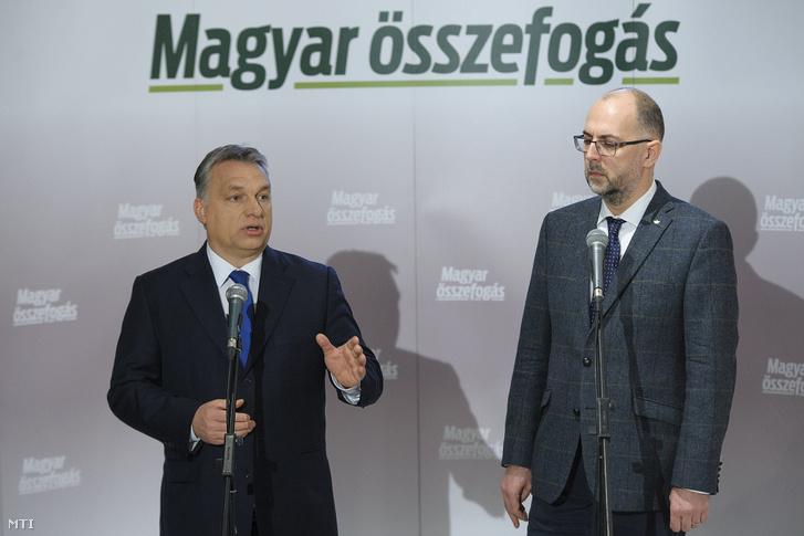 Orbán Viktor magyar miniszterelnök és Kelemen Hunor a Romániai Magyar Demokrata Szövetség (RMDSZ) elnöke 2016. december 8-án találkozott a szatmárnémeti Kossuth-kertben
