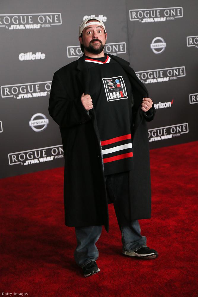 Kevin Smith filmrendező pedig bebizonyította, hogy számára továbbra se értek véget a '90-es évek