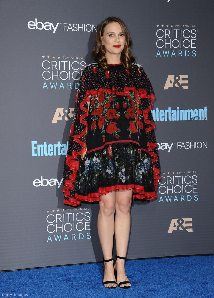 Natalie Portman gyereket vár éppen, de mondjuk manapság már nem muszáj, hogy ez egy híresség stílusát különösebben befolyásolja