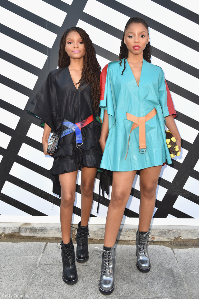 A zenész testvérpár, Chloe és Halle Bailey is Louis Vuitton bakancsban pózoltak a párizsi divathéten.