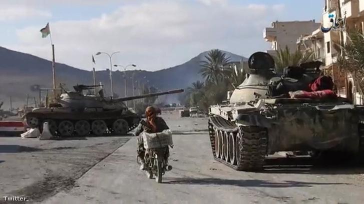 Az Iszlám Állam tankaji Palmürában